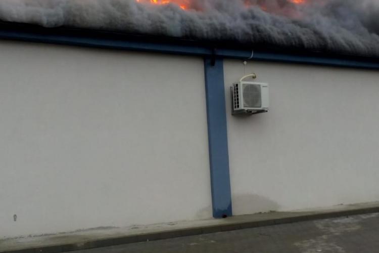 Incendiu la o sală de evenimente din Gherla FOTO