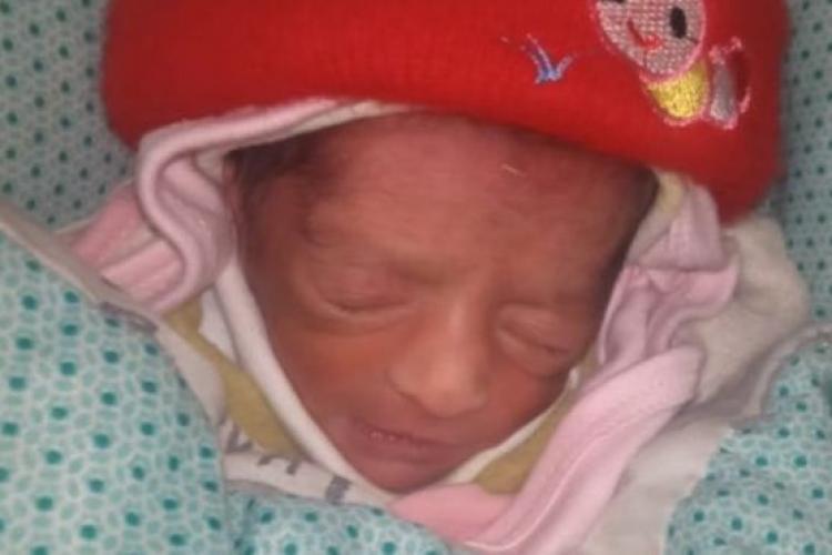 Un paramedic a furat un bebeluş și l-a dat unei mătuşi care nu are copii