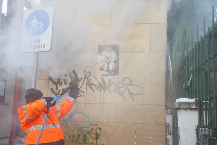 Aparat de îndepărtat graffiti testat la Cluj, după ce Primăria l-a cumpărat - FOTO
