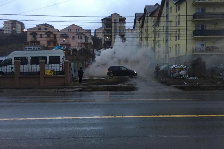 Autoturism ars complet de flăcări, pe Calea Baciului FOTO/VIDEO