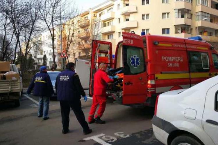 Tânăr de 19 ani căzut de la etaj în Turda. E suspectat un conflict cu fratele lui