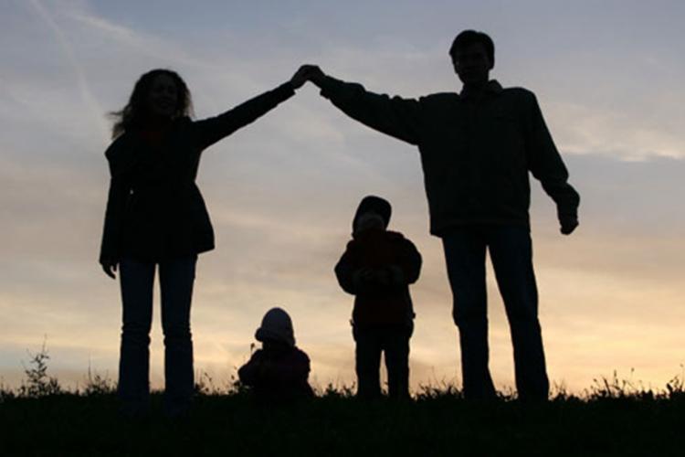 Părinţii primesc zi liberă dacă sunt închise şcolile. Proiect adoptat de Camera Deputaţilor