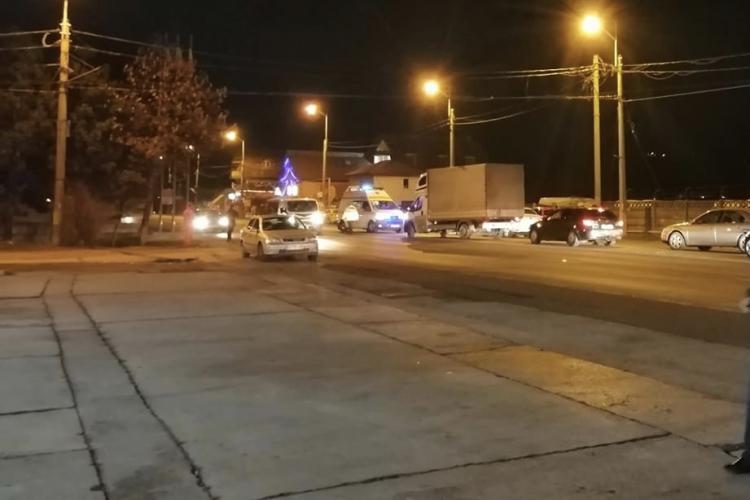 Pieton RUPT de beat lovit de mașină în Someșeni. Traversa neregulamentar FOTO