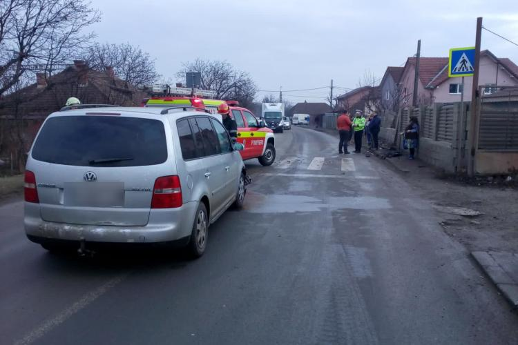 Accident pe strada Moș Ion Roată. A intrat direct in gard - FOTO