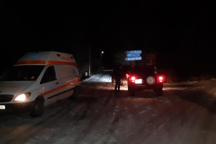 CERT Rescue au salvat echipajul înzăpezit al unei ambulanțe din Cluj și o pacientă pe Muntele Bocului - FOTO și VIDEO