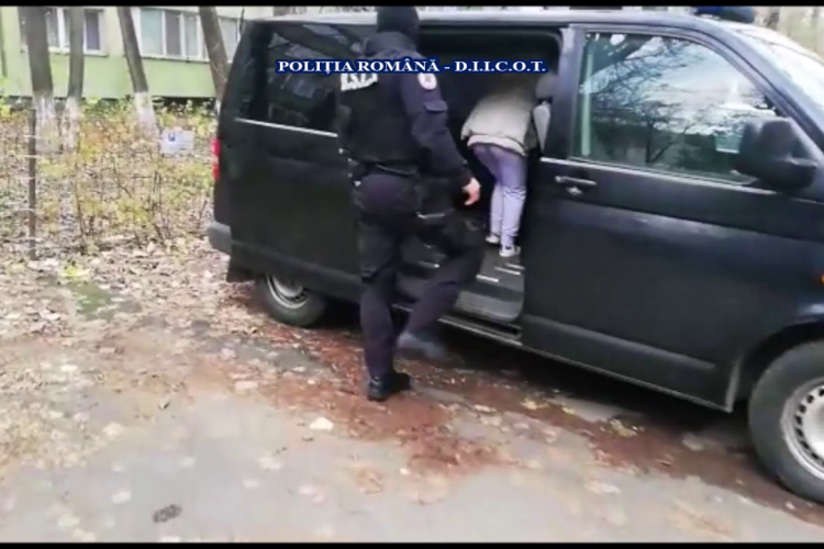 Români arestați pentru că își exploatau sexual propriii copii! FBI a intervenit în 6 județe, clienții fiind din SUA