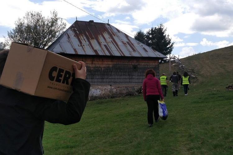 CERT Transilvania a dus daruri oamenilor din creierii Munților Apuseni - VIDEO