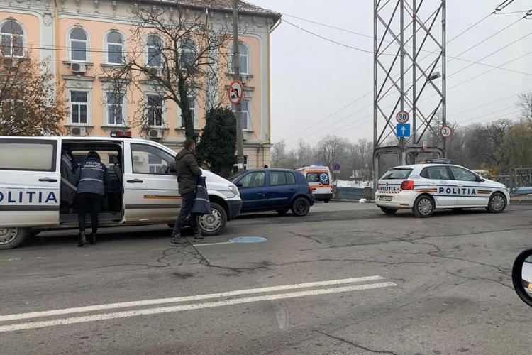 Pieton lovit de mașină lângă Hotel Napoca. Traversa neregulamentar FOTO
