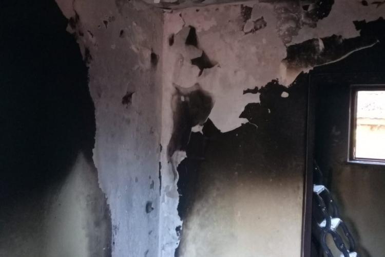 CLUJ: La un pas de tragedie din cauza unui frigider defect! O familie s-a trezit cu bucătăria în flăcări FOTO