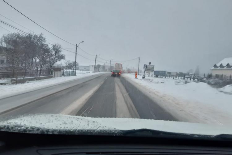 Atenție, șoferi! Zăpada începe să se depună pe drumurile din Cluj FOTO