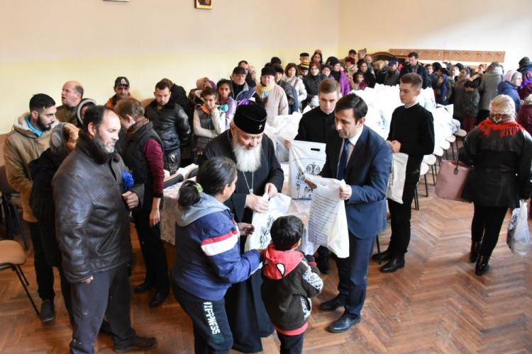 Mitropolitul Clujului, ÎPS Andrei, a oferit 600 de pachete de Crăciun celor nevoiași - VIDEO