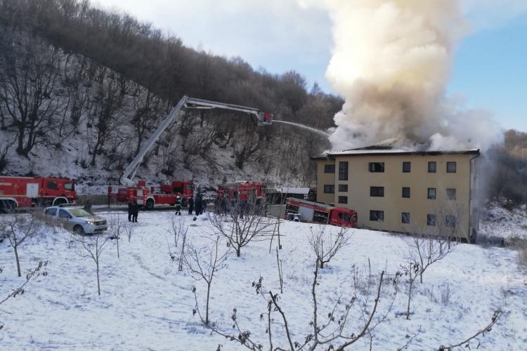 Incendiu la un bloc din Florești! Pompierii intervin la fața locului / UPDATE: Tare greu se mișcă pompierii - VIDEO