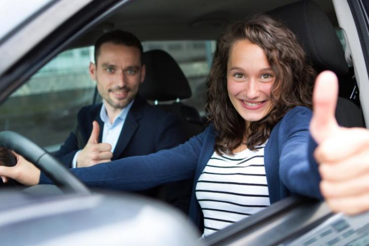 Școala de șoferi GRATUITĂ pentru tineri din medii defavorizate