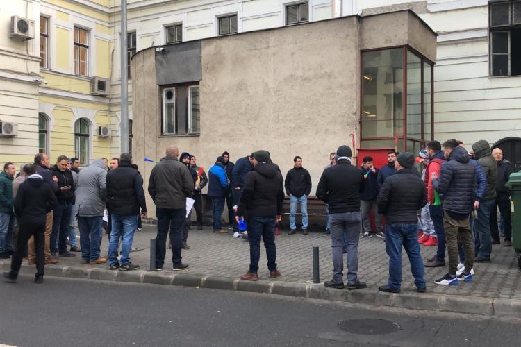 Protest al taximetriștilor la Cluj! Taximetriștii cer majorarea tarifelor - VIDEO