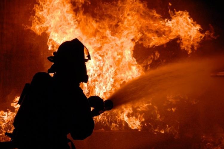 CLUJ: Incendiu la o casă în prag de Crăciun. Focul a pornit de la un monitor