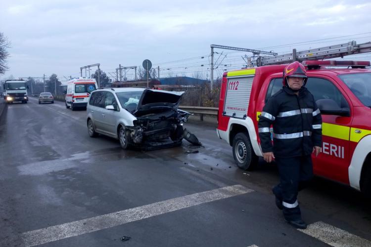 Accident cu victime în Someșeni. Un șofer a intrat cu mașina în gard FOTO