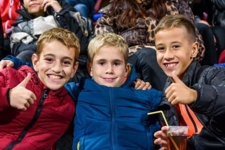 CFR Cluj îi cheamă GRATUIT pe elevi la meciul cu Celitc