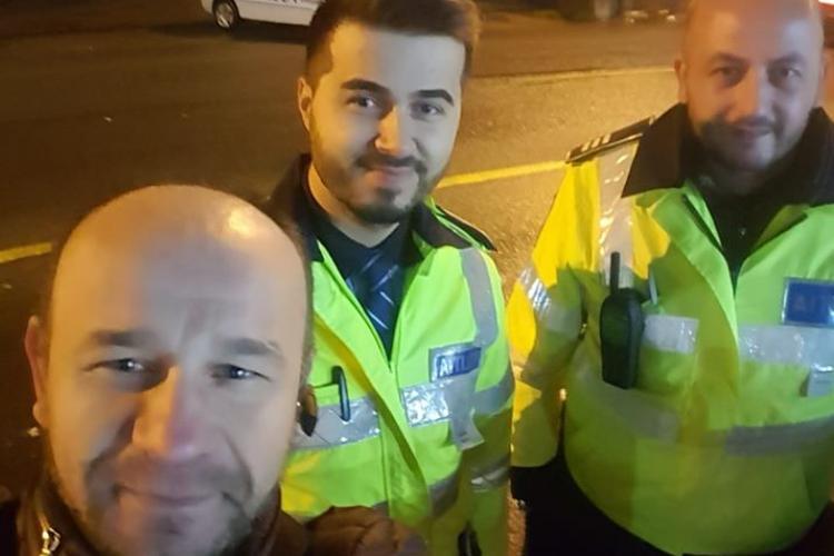 Doi polițiști clujeni au salvat Crăciunul pentru o familie! Au ajutat un bărbat să ajungă acasă, după ce a rămas blocat în Cluj