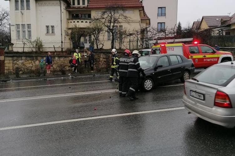 Accident între două mașini pe Calea Turzii FOTO