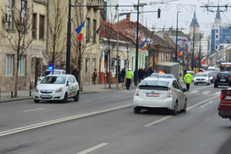 """VIDEO - O remorcă de la un autocar s-a desprins pe strada Moților și a """"măturat"""" trotuarul - FOTO"""