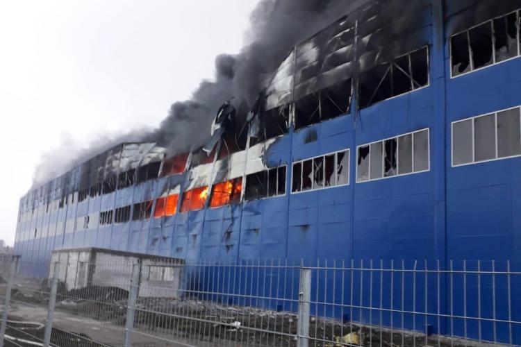 Incendiu in Câmpia Turzii, la hala Berg Banat - VIDEO