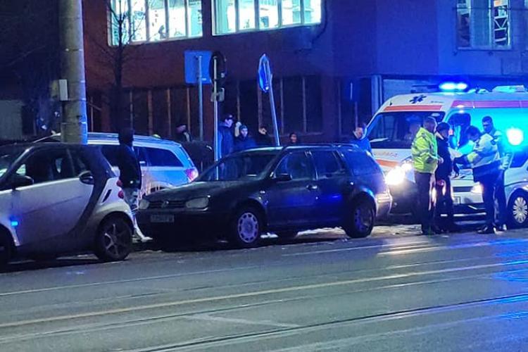 Clujeancă lovită de mașină în timp ce mergea pe trotuar FOTO