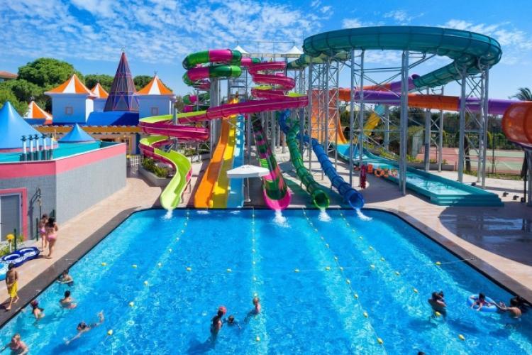 Boc promite din nou că va face Aquapark la Cluj