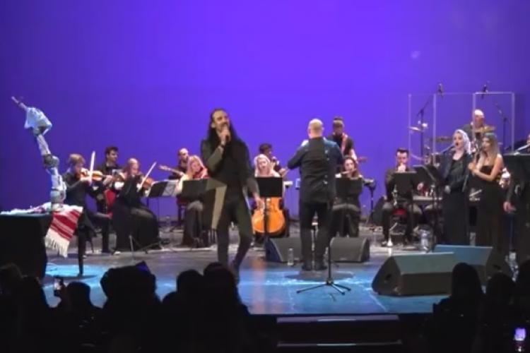 Concert caritabil dirijat de un robot la Cluj VIDEO