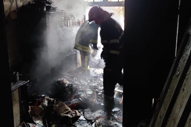 Incendiu la un apartament din centrul Clujului. O femeie a ajuns la spital FOTO