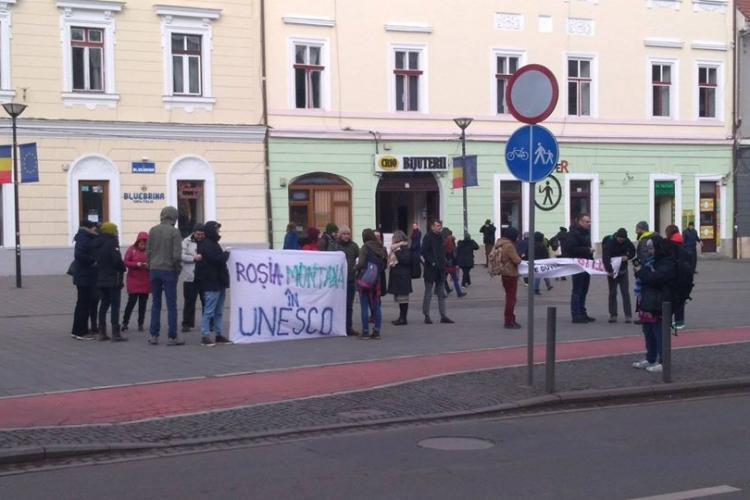 Protest pentru Roșia Montană la Cluj, în fața sediului PNL - FOTO