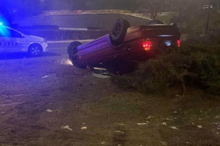 BMW răsturnat pe Calea Florești. Cazul este suspect - FOTO