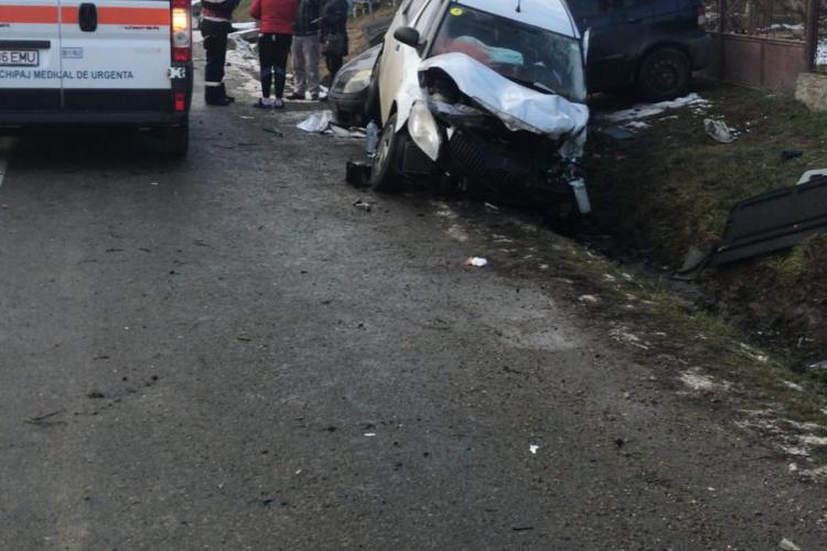 Accident cu trei victime pe un drum din Cluj O șoferiță de 20 de ani a făcut ravagii FOTO / VIDEO