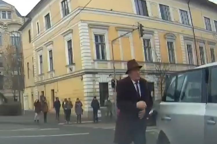 Cluj: Parcare de nesimțit a primarului din Năsăud - VIDEO
