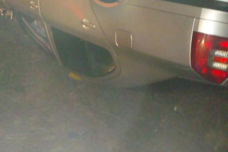 Mașină răsturnată în toiul nopții pe un drum din Cluj FOTO