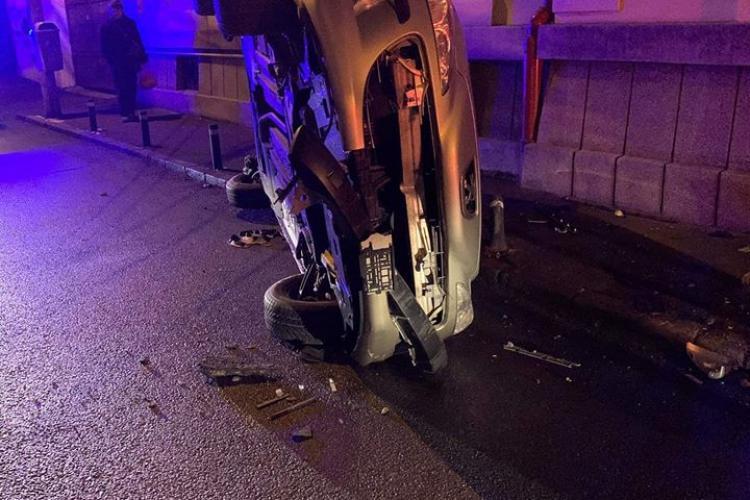 Altă mașină răsturnată la Cluj-Napoca. S-a întâmplat pe strada Nicolae Bălcescu - FOTO