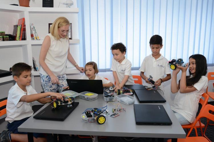 Academia Micilor Developeri ofera o solutie completa de business pentru investitorii in educatia IT