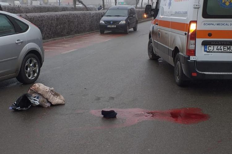 CLUJ: Neatenția ucide! O femeie a fost SPULBERATĂ de mașină în timp ce traversa strada neregulamentar FOTO