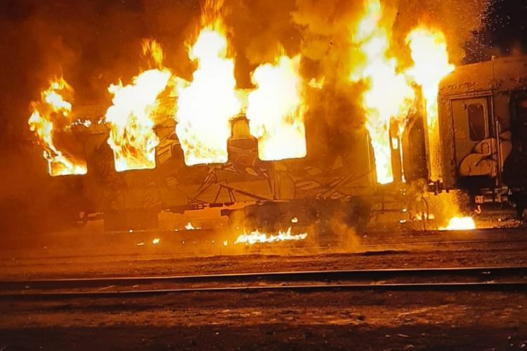 Vagon mistuit de flăcări în Gară din Cluj-Napoca. Totul a pornit de la.o țigară FOTI/VIDEO