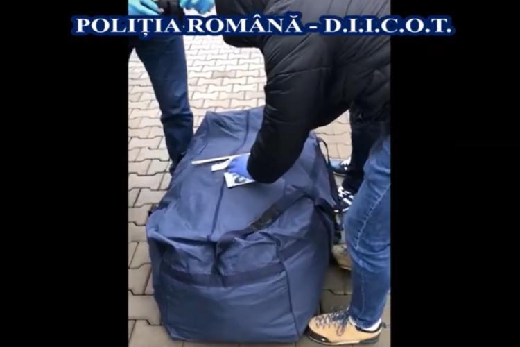 Cum se aduc droguri în România cu microbuzul! Polițiștii au găsit 17 kilograme de marijuana în urma unui flagrant VIDEO
