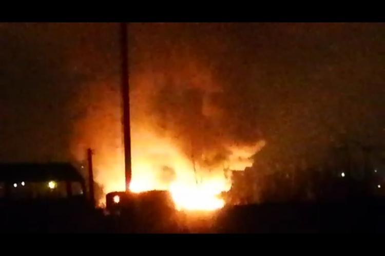 O casă a luat foc în Sânnicoară. A luat foc și un depozit - VIDEO