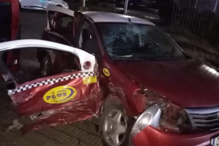Accident cu trei victime la ieșire din Gilău! Un șofer a izbit în plin un taxi FOTO