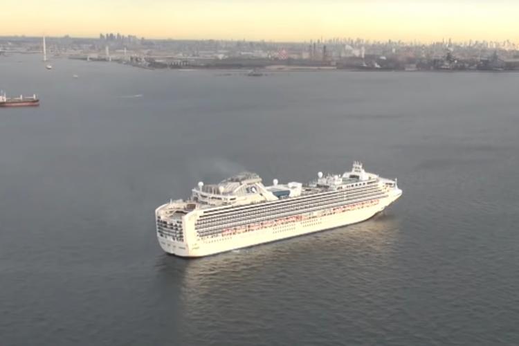 Peste 60 de persoane infectate cu coronavirus pe o navă de croazieră. La bord se află și români