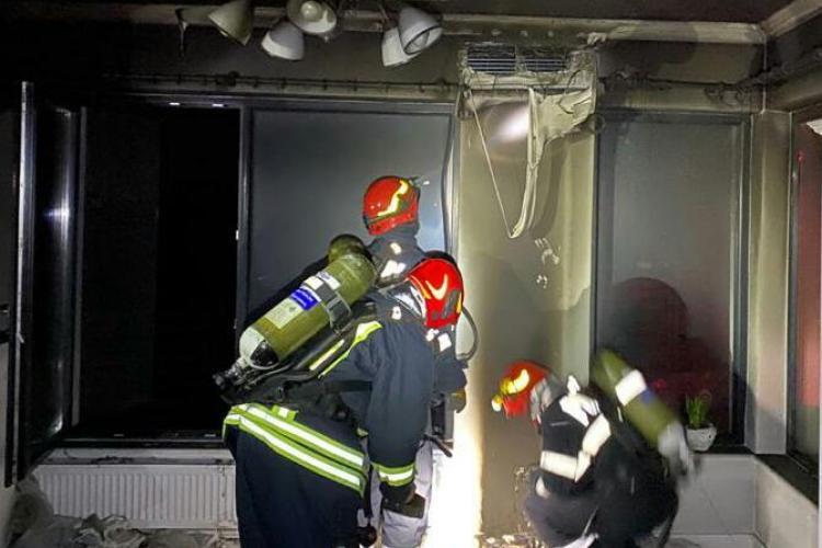 Incendiu in Dezmir. Le-a luat foc masa din bucătărie și au fugit din casă - FOTO