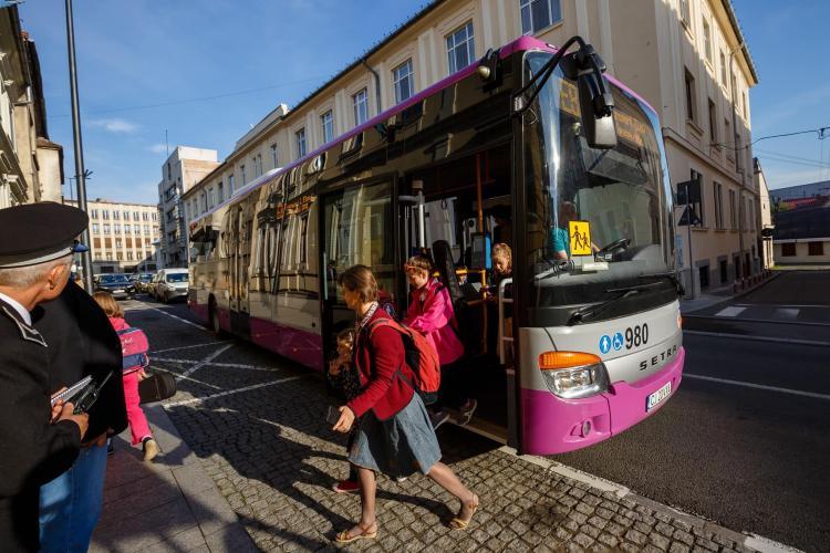 Primăria Cluj-Napoca va cumpăra 10 microbuze pentru liniile speciale de transport al elevilor
