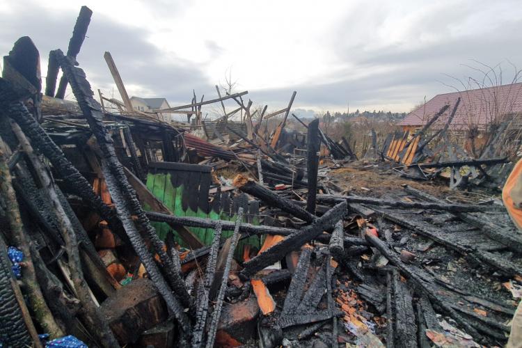 Incendiu la o gospodărie din Turda! Un animal a murit, iar o persoană a ajuns la spital FOTO