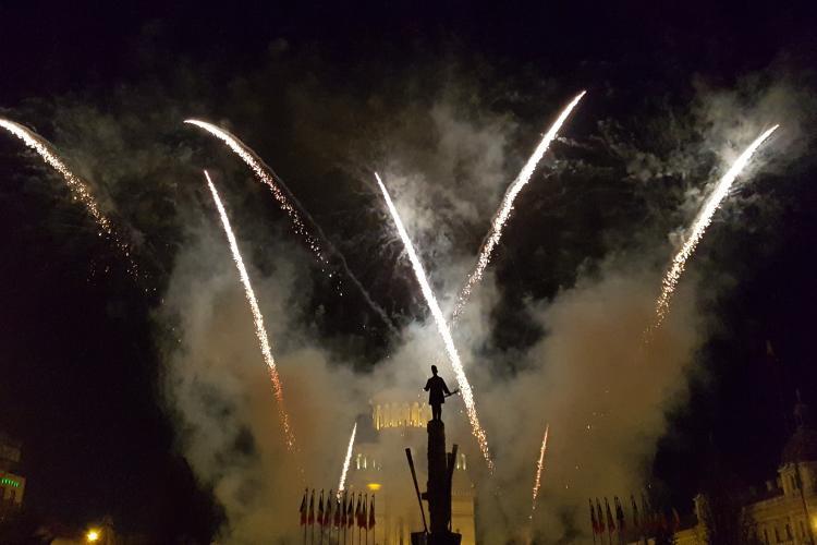 Foc de artificii spectaculos la Cluj, de Mica Unire. Participare infimă - VIDEO
