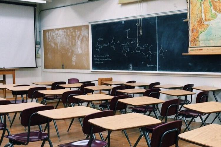 Școlile din Cluj, lovite de virusul gripal. Autoritățile de la DSP Cluj nu pot fi contactate