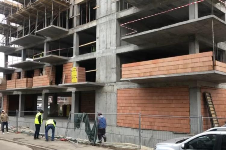Muncitor căzut de la etajul unui bloc aflat în construcție VIDEO