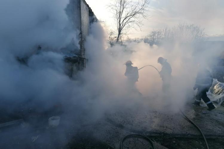 Incendiu în Dej. Familie cu arsuri salvată de la moarte sigură - VIDEO și FOTO