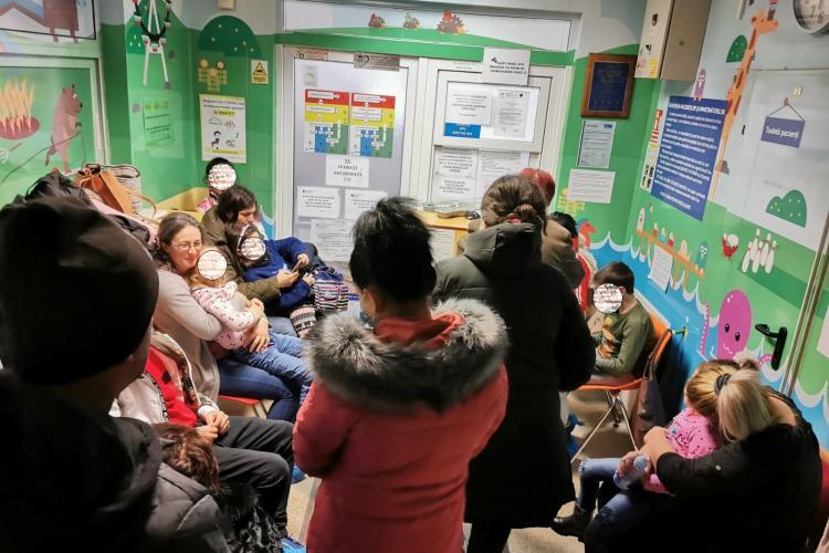 Așa arată sala de așteptare de la UPU Copii din Cluj! E focar de viroze - FOTO